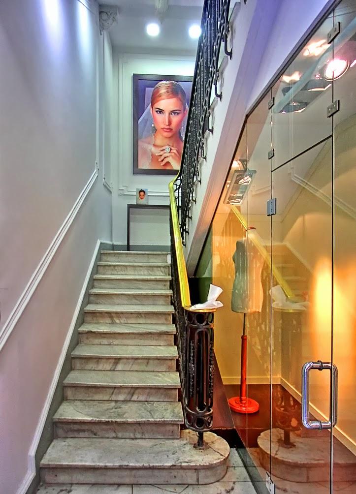 Blanco y negro o color en el mismo portal caminando - Escaleras ramon moreno ...