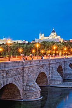Madrid, grande de España te han nombrado (J. Bergamín)