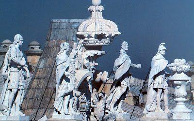 Las estatuas de los reyes, en el Palacio  Real